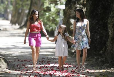 Ana (Fernanda Vasconcellos), Júlia (Jesuela Moro) e Manu (Marjorie Estiano), em A Vida da Gente