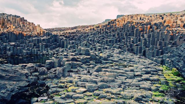 A Calçada do Gigante - Irlanda do Norte também é um lugar estranho