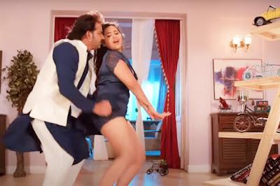 kajal-raghwani-pawan-singh-hot-pic-leg-thigh