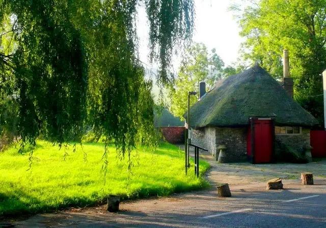 Godmanstone - The Smallest Pub  dorset england