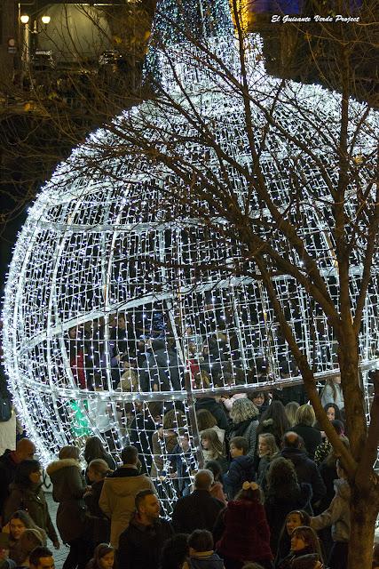 Gran Bola de Navidad en Muelle de Ripa - Bilbao por El Guisante Verde Project