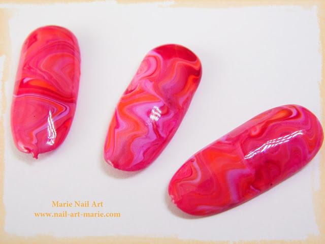 nail art marbré en vernis UV4
