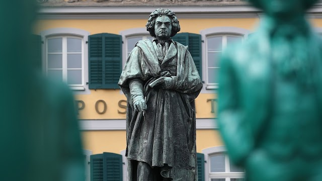 Elárverezik Beethoven egy hajtincsét Londonban