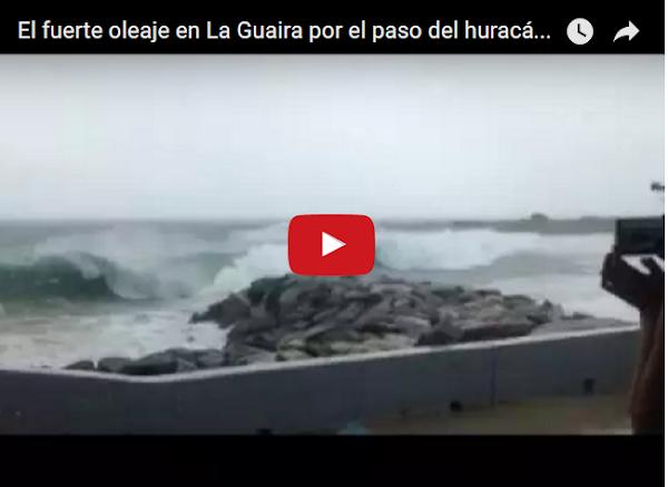 Olas gigantes entran en costas de La Guaira por Huracán Mattew