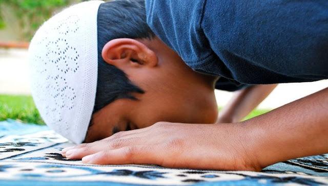 Bacalah 3 Doa Ini Ketika Sujud Terakhir Dalam Sholat, Manfaatnya Luar Biasa  FacebookTwitterPinterestWhatsAppMore12