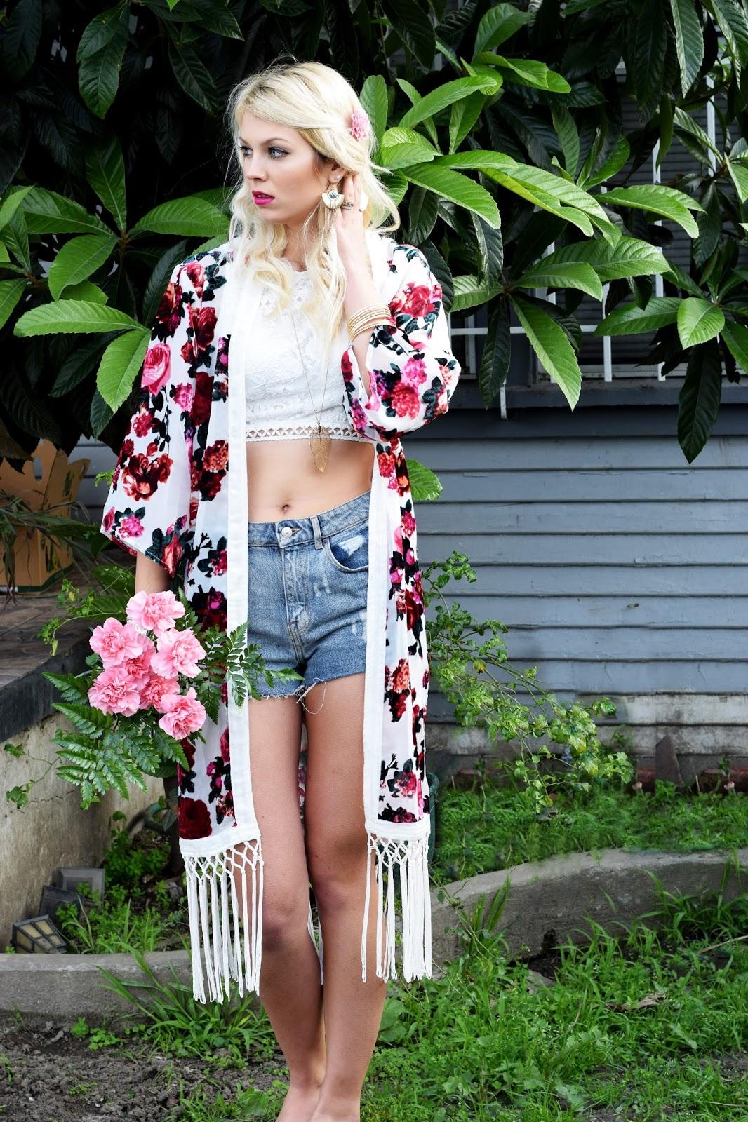 Rose kimono, kimono, coachella, festival, coachella 2016, coachella look, roses, flower child, high waisted jeans shorts, crop top, forever 21 crop top