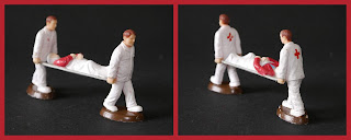 Ambulance Toy, Civilian Toy Figures, Medics, Novelty Figurine, Plastic Figurine, Plastic Figurines, Plastic Novelty, Spanish Toy Figures, Stretcher Case, Unknown, Unknown Toy Figures, Small Scale World, smallscaleworld.blogspot.com,
