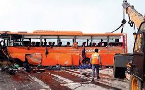 bus-overturns-over-yamuna-expressway