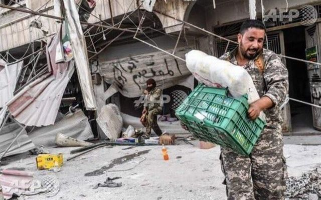 Οι μισθοφόροι του Ερντογάν κλέβουν και λεηλατούν περιουσίες στη βόρεια Συρία