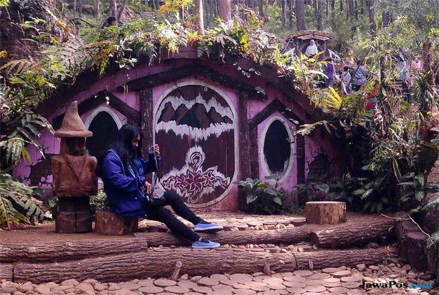 Rumah Hobbit-Jawapos