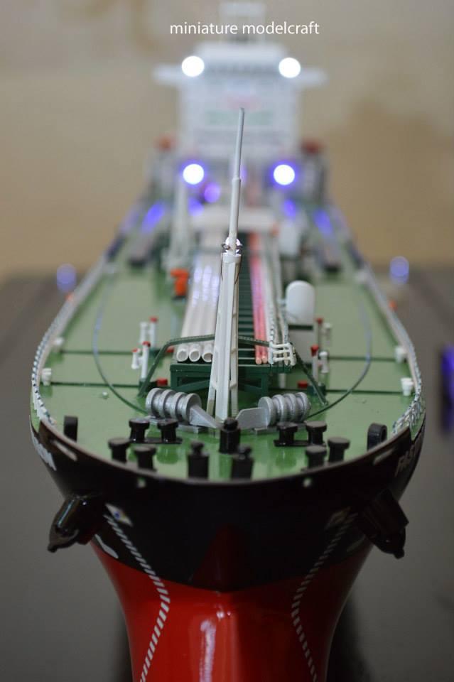 pengrajin miniatur kapal tanker mt fastron milik pt pertamina jakarta indonesia planet kapal rumpun artwork