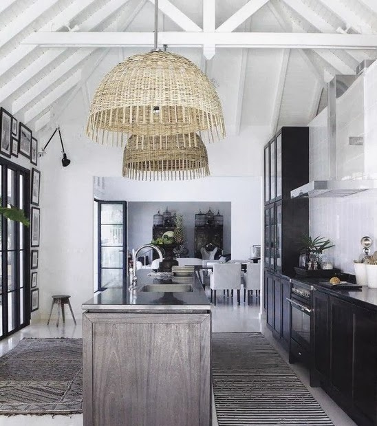 Rosa Beltran Design: EXPOSED WOOD BEAMS AND WHITE PAINTED