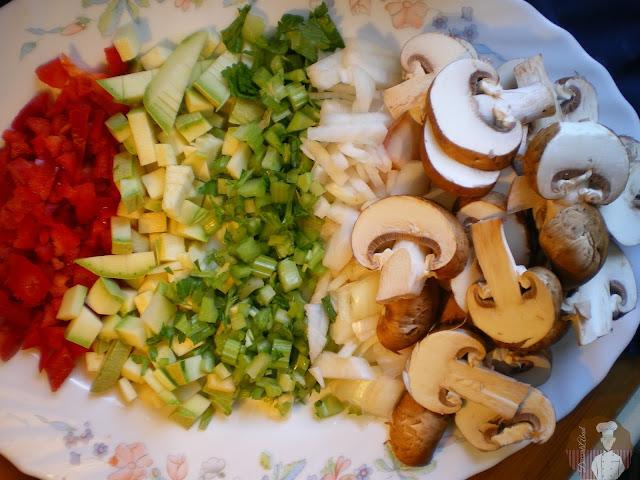 Risotto al parmesano con  champiñones, verduras y tomates secos: Ingredientes cortados