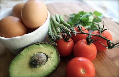 How Avocado and Eggs Keep Your Hair Healthy & Shiny