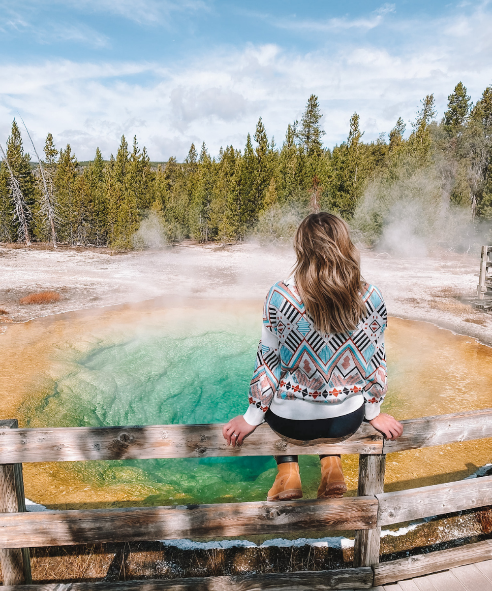 travel blogger Amanda Martin of @amandasok visits Yellowstone National Park