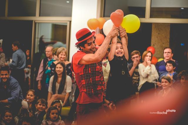 Animação circense com show participativo de Humor e Circo em aniversario de um ano.