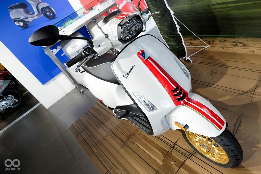 Vespa Sprint 150 và GTS 300 phiên bản đặc biệt lấy cảm hứng từ xe đua