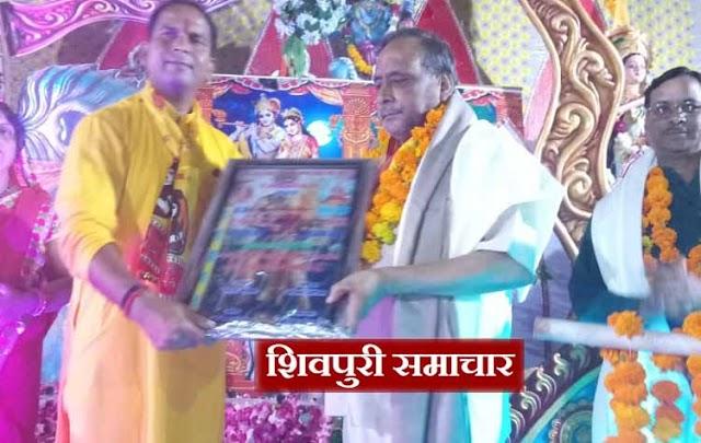 अग्रसेन महोत्सव: युवा मित्र मंडल ने लगाया खाटू श्याम का दरबार, भजनों पर झूूमें श्रोता | Shivpuri News