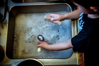 Tips Agar Anak Mau Membantu Mengerjakan Pekerjaan di Rumah