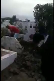 No distrito de Cajá em Caldas Brandão família faz mutirão para enterrar parente por ausência de coveiro em cemitério