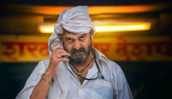 Mahesh Manjrekar received Threathning call of 35 crores