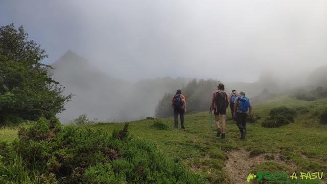 Saliendo de la Majada de Fana hacia el Pico Zorru