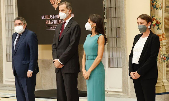 Queen Letizia wore a turquoise green dadoria midi length shift dress from Hugo Boss, and camel beige leather pumps from Prada