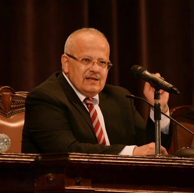 رئيس جامعة القاهرة يتخذ قرارات مهمة وفقًا لخطة الدولة المصرية لمواجهة الموجة الثانية من فيروس كورونا
