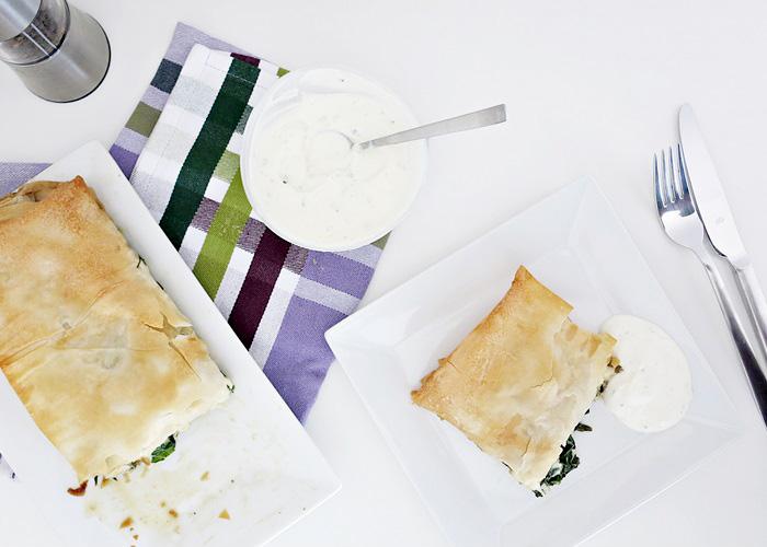 Bärlauch Strudel mit Creme-fraiche-Rahm Sauce