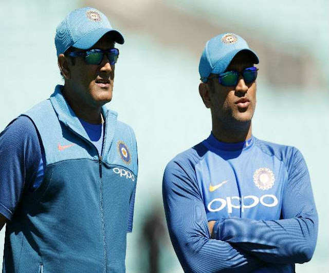 MS Dhoni and Kumble Image