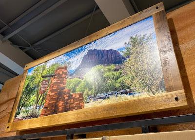 チャムス昭島アウトドアヴィレッジ店内に飾られているザイオン国立公園のパネル