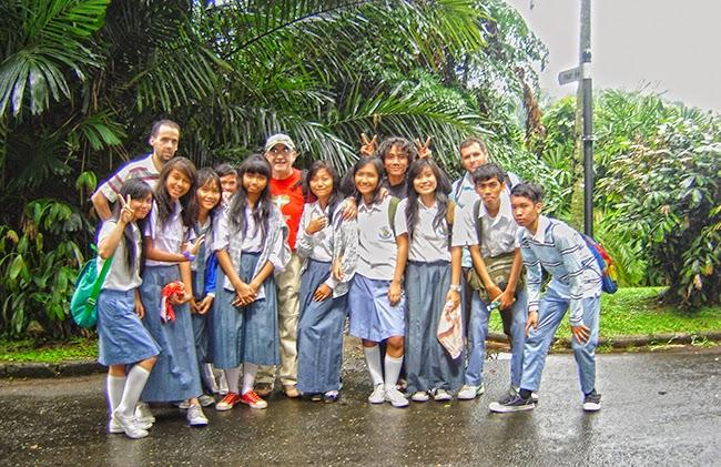 Con escolares en el jardín botánico de Bogor