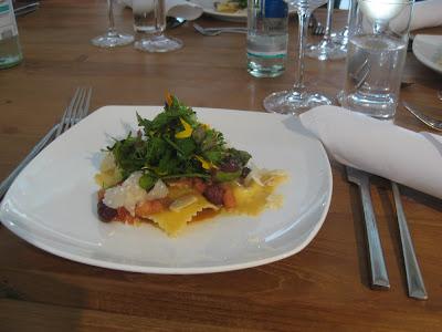 Frischkäseravioli mit Oliven-Tomaten-Vinaigrette - Koch-Event von Staatl. Fachingen in Köln