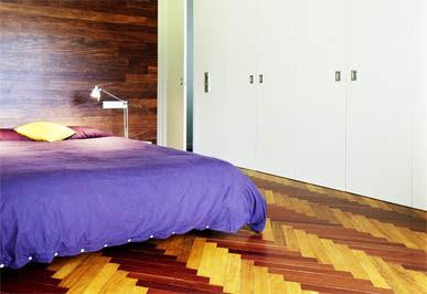 lantai kayu di kamar tidur