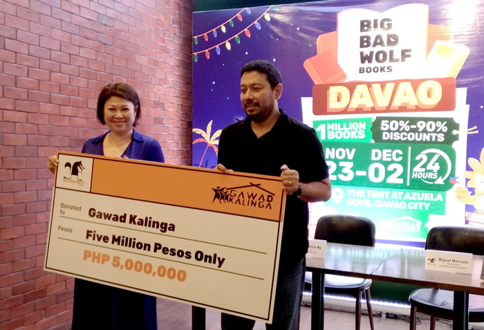 Jacqueline Ng, the Founder of Big Bad Wolf Book Sale hands the 5Million Pesos donation   to Luis Oquinena, the Executive Director of Gawad Kalinga.