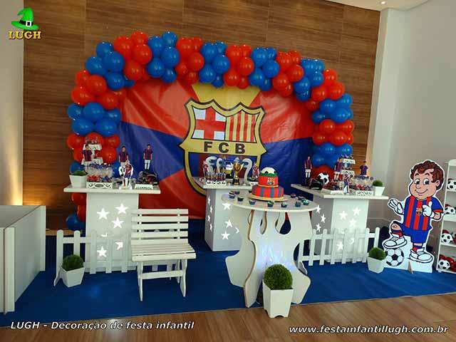 Decoração de futebol com o time do Barcelona para festa de aniversário infantil
