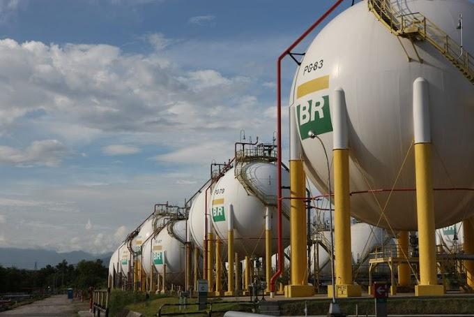 Gasolina e diesel ficam mais baratos nas refinarias