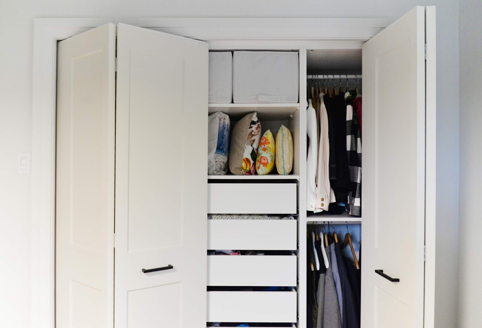 bifold door knob placement, how to install a bifold closet door, bifold closet door instructions, bifold knob placement