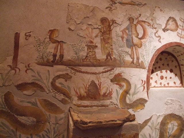 Lararium Pompeji Detail, cc3 by Claus Ableiter
