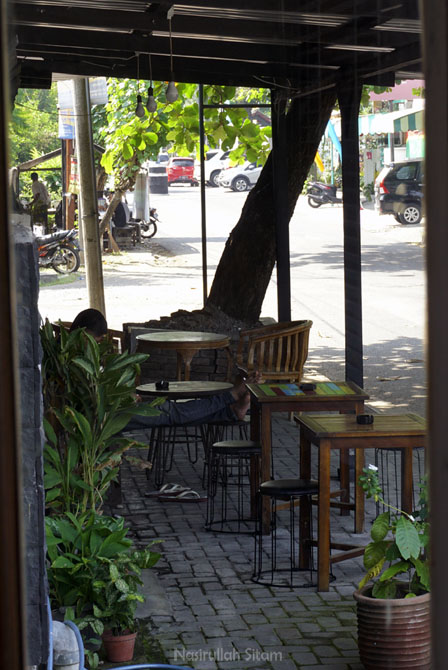 Smoking area di Tilawasa Coffee Roaster