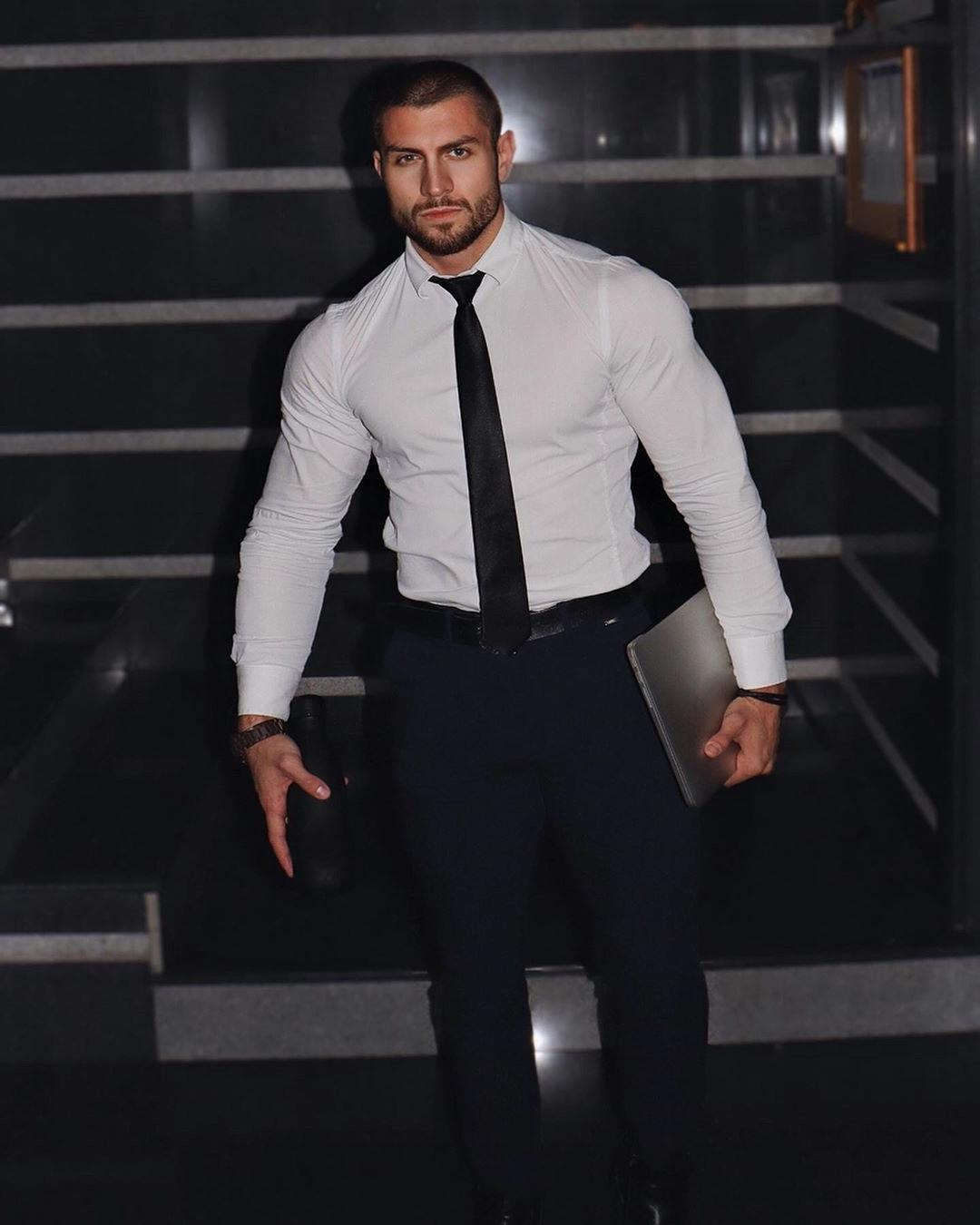 handsome-muscle-suit-business-gentleman