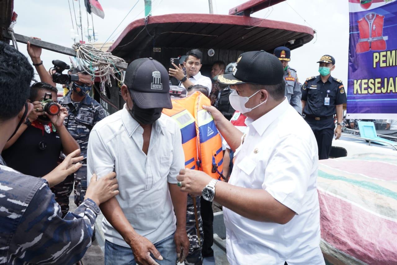 Wakil Bupati Asahan Bersama Jajaran Forkopimda Tinjau Potensi Maritim Bagan Asahan Serta Membagikan Life Jacket dan Masker