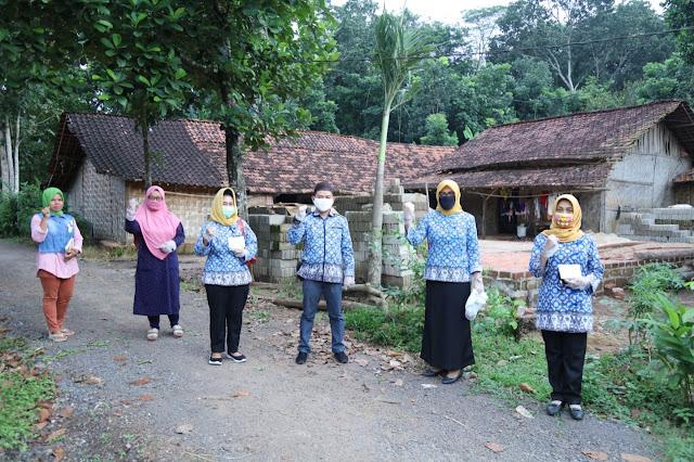 Ibu Riana Sari Arinal Beri Hidangan Buka Puasa untuk Lansia dan Anak Terlantar di Kawasan Natar, Pada Ramadhan Hari ke-10