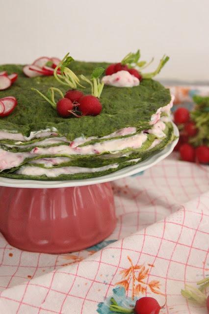 Cuillère et saladier : Gâteau de crêpes salé printanier (vegan)