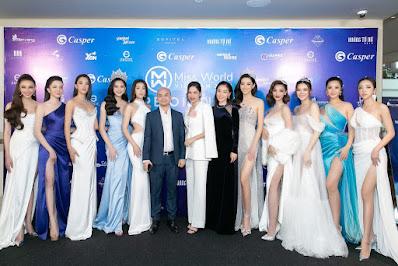 BTC MWVN 2021 chụp ảnh cùng đại diện Casper Việt Nam