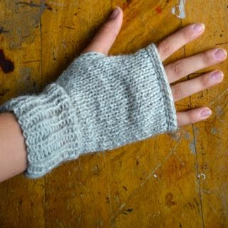 DIY really easy knitted mittens