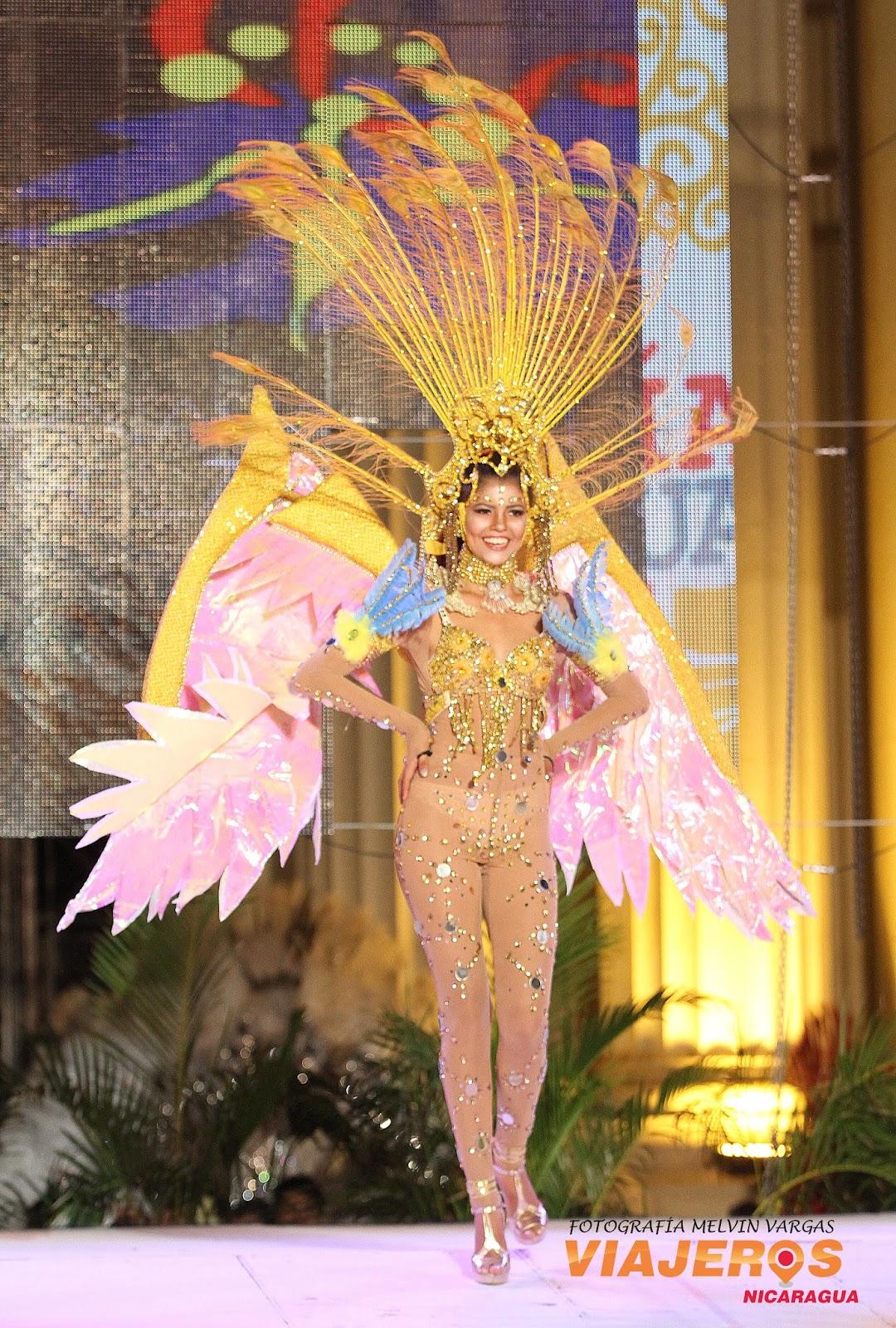 Sus trajes hechos por manos nicaragüenses, tenían distintas temáticas sobre la vida y obra de Rubén Darío, quien tras su inmortalidad llegó este 2016 a su