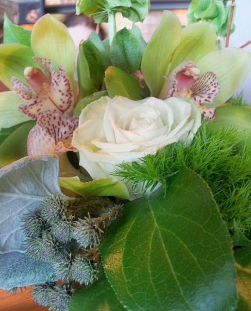 orchid and rose flower arrangment