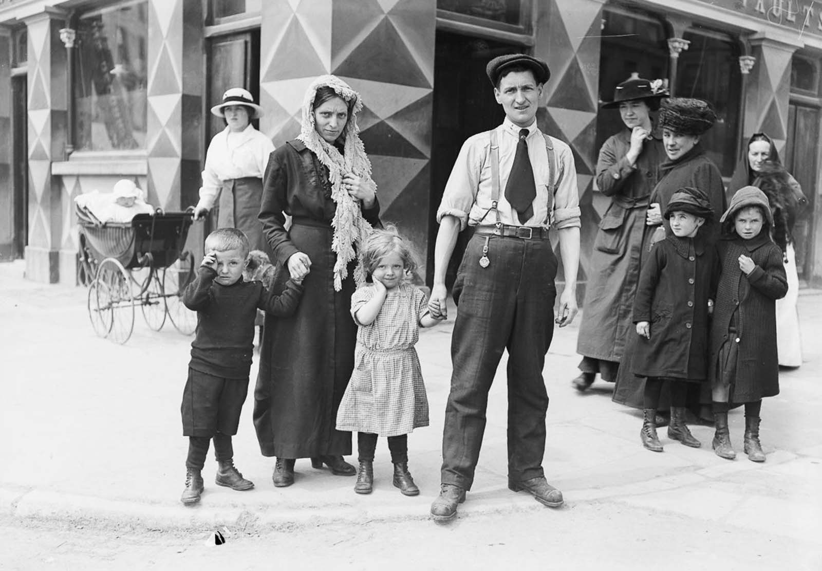 The Riley family, survivors of the sinking of the Lusitania, in Cobh, County Cork. 1915.