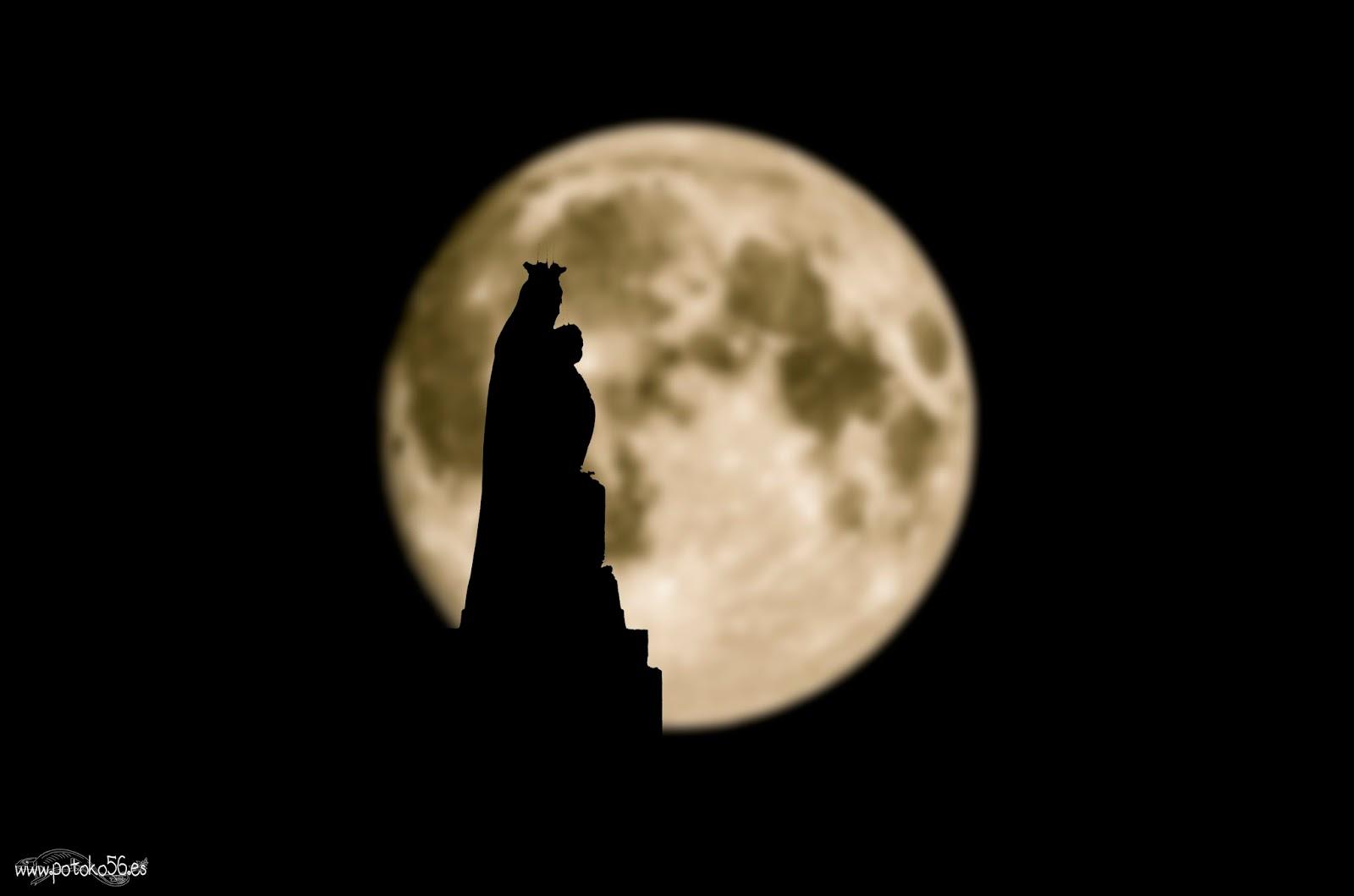 Virgen del Carmen y la Luna llena en el Muelle de Rota